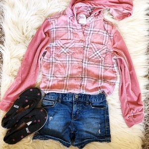 Super cute tee, shorts and shoes